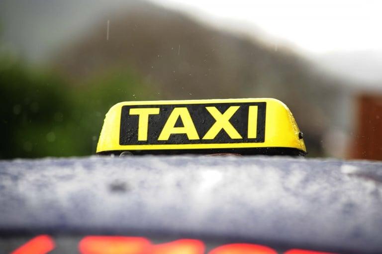 Taxi Freudenhaus außen